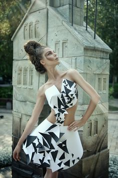 Paper Fashion- like the shapes Origami Fashion, Paper Fashion, 3d Fashion, White Fashion, Editorial Fashion, Fashion Design, Cubism Fashion, Paper Clothes, Paper Dresses