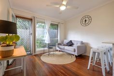 Ganze Unterkunft in West End, AU. Modern unit with everything you need for a short stay! 1xcar park , air con, gas cooking and comfy beds!