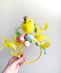 Easter bonnet ideas sure to wow at the Easter parade. From easy Easter hats to fun Easter crowns, here are 17 Easter bonnets the kids will love. Bunny Party, Easter Party, Easy Easter Crafts, Easter Ideas, Easter Hat Parade, Easter Traditions, Holiday Traditions, Easter Garden, Easter Activities