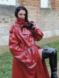 High Leather Boots, Leather Jacket, Imper Pvc, Style Année 70, Red Raincoat, 70s Fashion, Womens Fashion, Wellies Rain Boots, Collar Pattern