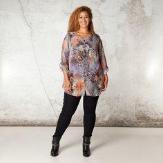 Deze blouse is gemaakt van een licht doorschijnende stof met fraaie bloemenprint. De ronde halslijn loopt in een mooie V-lijn aan de voorzijde door in... Bekijk op http://www.grotematenwebshop.nl/product/blouse-van-x-two-voor-vrouwen-met-grote-maten/