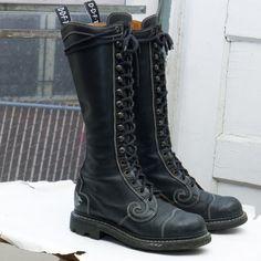 Vintage JOHN FLUEVOG 'Lucky Swirl' Boot, sz 6 (7.5 - 8 womens) -- Made in Poland ! --> Black Leather