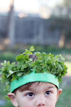 DIY: Lucky Crown of Clover! (pinned by Super Simple Songs) #educational #resources for #children #StPatricksDay
