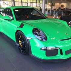 Presenting the first known PTS Green (Grün) 991 GT3 RS, just delivered at Porsche Centre Portsmouth in England to its new owner! This was formerly known as RS Green and is different from Signal or Viper Green! Just simply Green. Beautifully specced! : @marcelgar | Follow @ptsrs and join the #ptsrs movement for the latest on the newest #painttosample Porsche 991 GT3 RS's! | #porsche #911 #991 #porsche911 #porsche991 #gt3 #gt3rs #911gt3 #911gt3rs #991gt3 #991gt3rs #green #grun #signalgreen…