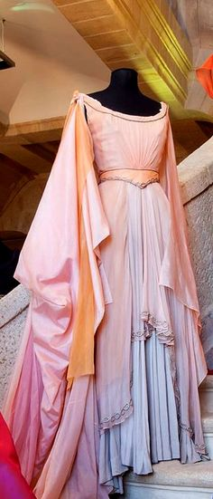 i appreciate the simple flowy elegance of this pink gown. i bet the layers are so ethereal when in motion