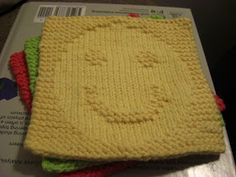 A Knitting Mountain: Happiness Washcloth Pattern - love this - easy instructions… Knitted Dishcloth Patterns Free, Knitting Squares, Knitted Washcloths, Crochet Dishcloths, Knit Or Crochet, Loom Knitting, Knitting Stitches, Crochet Patterns, Yarn Projects