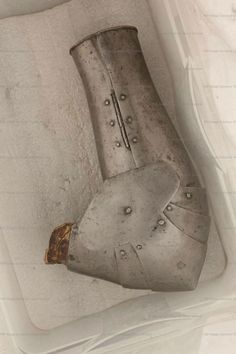 Arm Harness, Ruestkammer Schloss Churburg, Schluderns  1370-1400  Italian  ref_arm_985_002