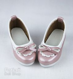 1/4 BJD Dolls Shoes   Condition : 100% Brand New Color : Pink Material : PU Leather Shoes Size : Outside shoes Length 6.5cm, Width 2.5cm; Inner foot length : 5.5cm, Width 2.3cm, fit for some 1/4 BJD girl.  Re-Mark : 1. Shoes Only, other things not included. 2. The color in the image could look slightly different from the actual product. 3. We recommend to wear socks to avoid color stain. 4. This shoes is fit for BJD doll, not for human use.
