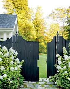 Fence painted black to match my door and shutters, paint color combo, ma Maison landscape [CasaGiardino] ♛