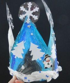 Janvier = galette = couronnes.  Alors , mes élèves ont réalisé une couronne pour fêter l'hiver (solstice)