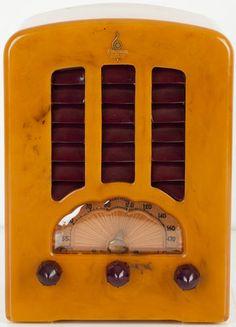 "Emerson ""Cathedral"" Butterscotch/ Burgundy Catalin Bakelite Vacuum Tube Radio"