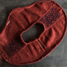 1 Ravelry: Project Gallery for Teru pattern by Junko Okamoto knitting to give you a better service we recommend you to browse the content on our site. Knitting Patterns, Sewing Patterns, Crochet Patterns, Knitting Stitches, Hand Knitting, Ravelry, Raglan Pullover, Sock Yarn, Knitted Bags