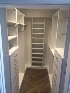 Small Closet's TIps and Tricks! - Small Closet's TIps and Tricks! Small Closets Tips and Tricks Closet Redo, Walk In Closet Design, Bedroom Closet Design, Closet Remodel, Master Bedroom Closet, Closet Designs, Closet Storage, Diy Bedroom, Bathroom Closet