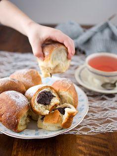 Honzovy buchty: makové a tvarohové 2, Foto: All Pretzel Bites, Bagel, Doughnut, Food And Drink, Bread, Baking, Recipes, Homeland, Brot