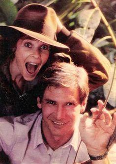 """Kate Capshaw y Harrison Ford en el rodaje de """"Indiana Jones y el Templo Maldito"""" (Indiana Jones and The Temple of Doom), 1984"""