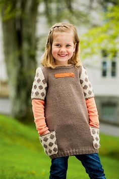 Tunic dress pattern by Sandnes Design Knitting For Kids, Baby Knitting Patterns, Baby Patterns, Knitting Ideas, Little Fashion, Kids Fashion, Tunic Dress Patterns, Kid Styles, Knit Crochet