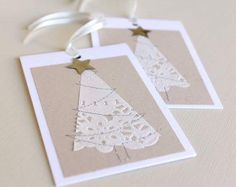 beautiful christmas cards using paper doilies Beautiful Christmas Cards, Diy Christmas Cards, Noel Christmas, Homemade Christmas, Holiday Cards, Simple Christmas, White Christmas, Theme Noel, Christmas Inspiration