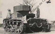 La Batalla por Madrid -Nov.1936 -Jul.1937 | Mundo Historia El tanque T-26 y al fondo un Polikarpov I-16. El tripulante lleva un gorro ruso que probablemente iba en el tanque