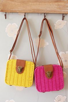 Sweet Straw Shoulder Bags.. I wonder if theres a purple version of these....