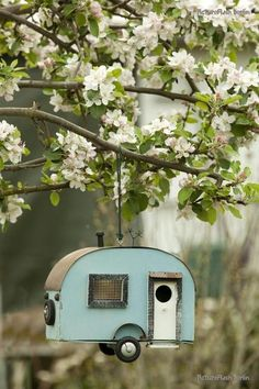 Creative bird houses...LIA Leuk Interieur Advies/Lovely Interior Advice