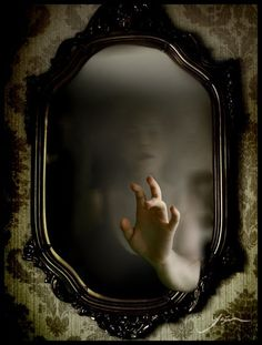 Ghost in the mirror. It its just a bad reflection, or is the mirror really a cursed object? Heres 4 stories of supernatural and paranormal mirrors. Photo D Art, Foto Art, Wicca, Real Ghost Stories, Horror Stories, Creepy Stories, Arte Obscura, Real Ghosts, 3d Fantasy
