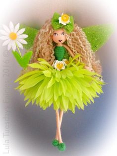 Green fairy with daisy Fairy Crafts, Doll Crafts, Diy Doll, Christmas Fairy, Christmas Crafts, Creative Crafts, Diy And Crafts, Green Fairy, Fairy Clothes