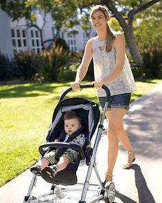 """Mamas & Papas Urbo: A reversible stroller that's only 21"""" wide to fit through narrow streets."""