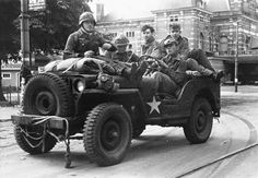 """stukablr: """"Three grenadiers of the Waffen-SS Panzer Division Hohenstaufen in a Willys MB jeep with two British Airborne Division POW's, Netherlands, … """" Ww2 Pictures, Ww2 Photos, Military Pictures, Old Jeep, Jeep Cj, Operation Market Garden, Willys Mb, Army Vehicles, World War Ii"""
