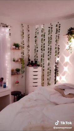 Indie Room Decor, Cute Bedroom Decor, Room Design Bedroom, Stylish Bedroom, Room Ideas Bedroom, Bedroom Inspo, Pinterest Room Decor, Dorm Room Bedding, Cozy Room
