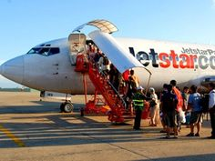 Budget airlines in Asia and how to get the cheapest flights across the southeast. May Bay, Asia Travel, Travel Tips, Bangkok, Aircraft, Lowest Airfares, Vehicles, Cheapest Flights, Budget