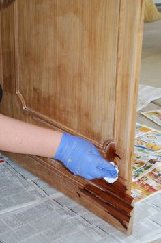 DIY Tips for Staining Wood Like a Pro. Will need this when I stain my kitchen cabinets! DIY Tips for Staining Wood Like a Pro. Will need this when I stain my kitchen cabinets! Furniture Projects, Furniture Makeover, Home Projects, Diy Furniture, Furniture Refinishing, Retro Furniture, Refinished Furniture, Wooden Projects, Bedroom Furniture