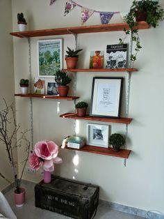 tag re suspendue sur cr maill re prouv idee etagere home pinterest industriel f minin. Black Bedroom Furniture Sets. Home Design Ideas