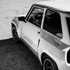 World of the cafe gentleman: Photo Renault 5 Turbo, Turbo Car, Auto Retro, Car Logos, Top Gear, Cars Motorcycles, Cool Cars, Race Cars, Gentleman