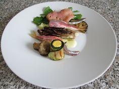 JHS  /  Mulets et les anchois radicchio de roquette  saumon fumè et courgettes farcies , sauce berneaise Gino D'Aquino
