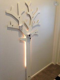 Puu naulakko tilauksesta