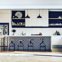 15 Ideas Kitchen Island Bench Ideas Subway Tiles For 2019 Kitchen Wall Cabinets, Kitchen Island With Seating, Kitchen Benches, Kitchen Flooring, Kitchen Countertops, Copper Countertops, Kitchen Furniture, Beautiful Kitchen Designs, Beautiful Kitchens