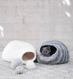 Kissanpeti | Kotivinkki Cat Cave, Knitting, Projects, Handmade, Crafts, Diy, Cat Stuff, Crochet Ideas, Forget