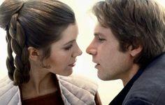 """Leia Organa (Carrie Fisher) e Han Solo (Harrison Ford), dos episódios 3, 4 e 5 de Star Wars: Ela diz """"Eu te Amo"""", e ele diz """"Eu sei""""; inesquecível. Foto: Divulgação"""