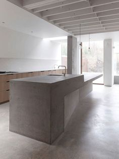 Personally a huge fan of exposed joist ceilings, it helps add to the sense of height in a space. Ingersoll Road House by McLaren Excell. #minimal #kitchen #concrete