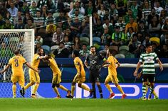 Juventus' Argentinian forward Gonzalo Higuain (2L) celebrates a goal with teammates during the UEFA Champions League football match Sporting CP vs Juventus FC at the Jose Alvalade stadium in Lisbon on October 31, 2017. / AFP PHOTO / PATRICIA DE MELO MOREIRA