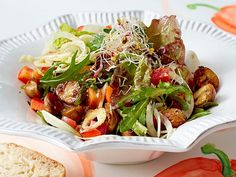 Fitness-Salat mit Haselnussdressing Rezept | LECKER