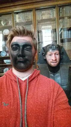 Homem vai ao museu e faz 'face swaps' hilários