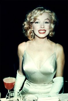 Best Cocktail Drink Recipes Inspired by Marilyn Monroe - OLENA Fashion, Luxury Blog