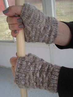 Ravelry: Switchback Mitts pattern by Quirky Bird Knits