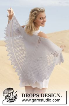 """Knitted DROPS shawl in garter st with lace pattern in """"Alpaca"""". ~ DROPS Design"""