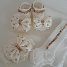 So cute for baby girl and can be made Baby Tutu, Baby Dress, Baby Girl Shoes, Girls Shoes, Baby Girl Fashion, Kids Fashion, Baby Bling, Crochet Baby Booties, Stylish Baby