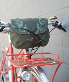 Sometimes you don't need to haul a bunch of stuff when you hop on your bike. Our new waxed canvas handlebar bag is the perfect companion for such an occasion. Made with tough fabrics, feminine style, Bicycle Panniers, Bicycle Bag, Bike Handlebars, Bicycle Basket, Commuter Bike, Bike Style, Bicycle Accessories, Waxed Canvas, Hobo Bag