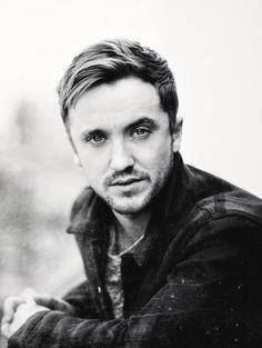 Nunca pensé que me llegará a gustar Tom Felton, pero Damn! de verdad que el tipo tiene lo suyo. Y he visto unas fotos de el como Draco que, OMFG!!