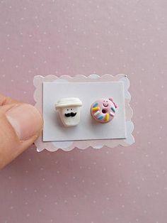 Coffee Earrings - Funny Earrings - Donut Earrings - Coffee Studs Earrings - Mismatch Earrings - Coff Cute Polymer Clay, Cute Clay, Fimo Clay, Polymer Clay Projects, Polymer Clay Charms, Polymer Clay Creations, Polymer Clay Earrings, Clay Crafts, Clay Design