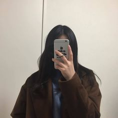 ulzzang girl discovered by ♡ 𝐀𝐕𝐈𝐄𝐋𝐀 ︎♡︎ on We Heart It Korean Girl Photo, Cute Korean Girl, Korean Aesthetic, Aesthetic Girl, Girl Photo Poses, Girl Photos, Swag Girl Style, Girls Mirror, Ulzzang Korean Girl